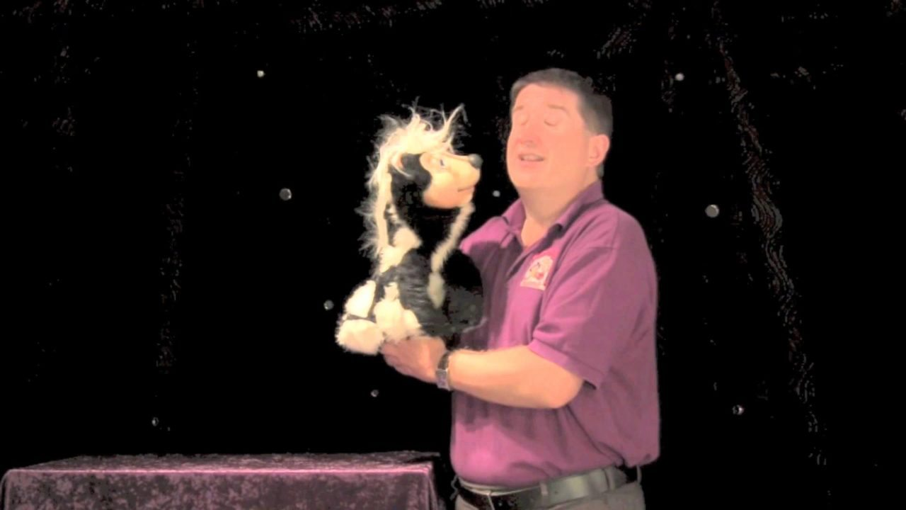 Puppetry For Beginners – Part 3b: Staging Your Hand